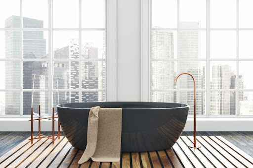 Free-standing bathtub in apartment